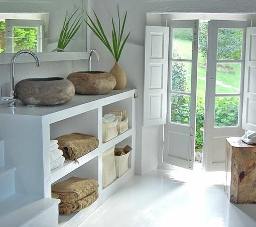 Baño Estilo Ibicenco:Muebles de obra, tradición renovada – Decoración